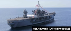 Флагманский корабль Шестого флота США Mount Whitney назван в честь горы в штате Калифорния