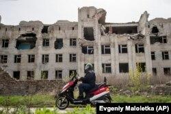 Зруйнована обстрілами лікарня у Слов'янську, квітень 2019