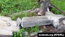 Vandals destroyed monuments Catholic cemetery in Berastse.