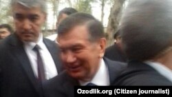 Президент Узбекистана Шавкат Мирзияев в городе Джизак. Фото репортера «Озодлика».