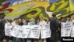 Украина ұлттық ғылым академиясының қызметкерлері наразылық танытты. Киев, 24 мамыр 2012 жыл.