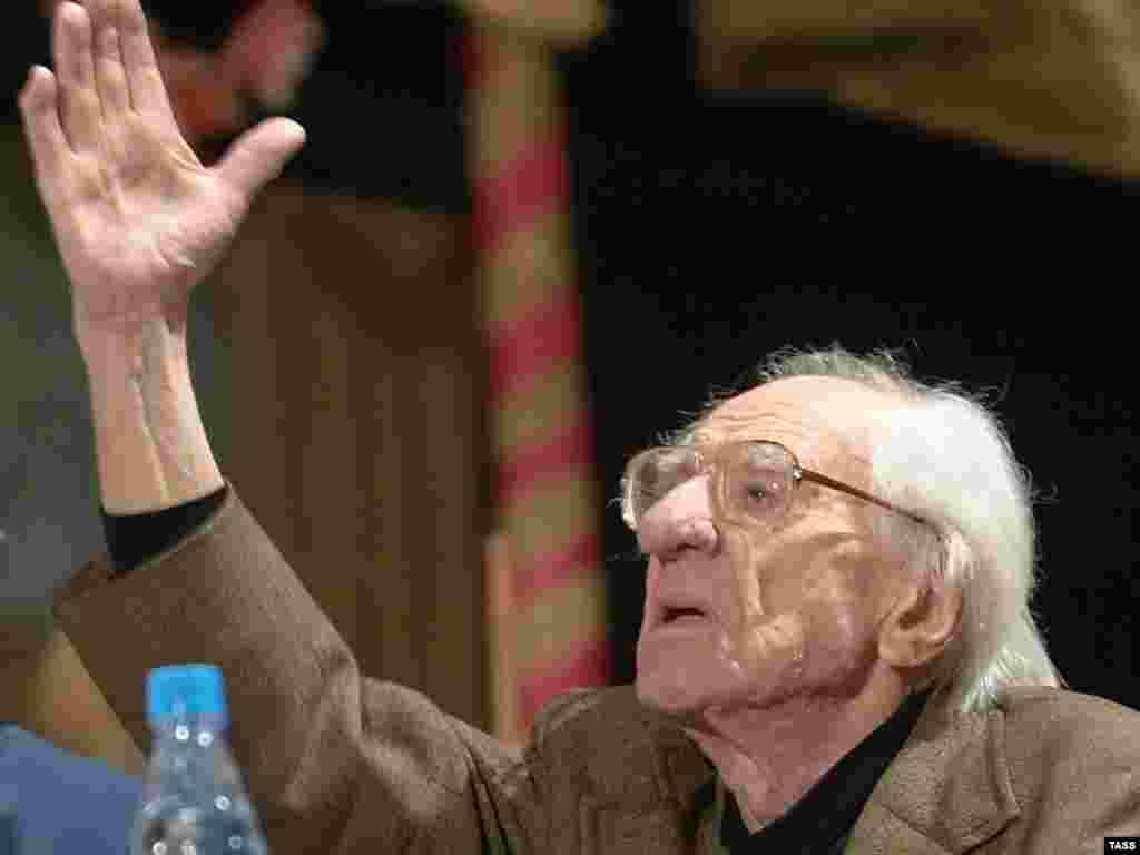 Скончался художественный руководитель Московского государственного академического камерного музыкального театра народный артист СССР Борис Покровский. Ему было 97 лет (ИТАР-ТАСС)