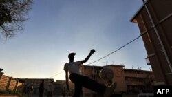 Жаҳон чемпионатининг Жанубий Африкада ўтказилаëтгани Африкадаги миллионлаб футбол ишқибозларини қалбини ғурур билан тўлдирмоқда.