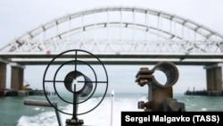 Во время дежурства сотрудников береговой охраны Пограничного управления ФСБ России по Республике Крым в Керченском проливе, 5 декабря 2018 года