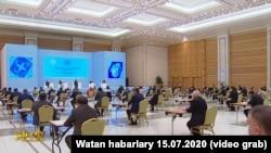BSG-niň Türkmenistana baran COVID-19 missiýasy brifing berýär. Arhiw suraty. 15-nji iýul, 2020.