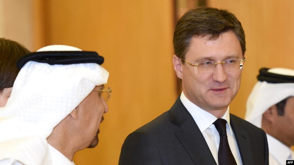 Russian Energy Minister Aleksandr Novak (right) talks with Saudi Oil Minister Khalid al-Falih at an OPEC meeting.