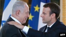 Presidenti francez, Emmanuel Macron (djathtas) dhe kryeministri izraelit, Benjamin Netanyahu.