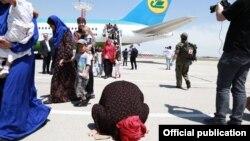 Сирия мен Ирактан Ташкентке жеткізілген өзбек азаматтары. 30 мамыр 2019 жыл.