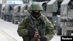 Российский солдат в Балаклаве, 1 марта 2014 года