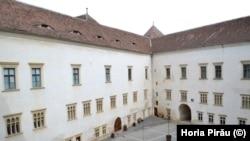 Curtea interioară a fostei închisori din Cetatea Făgărașului