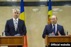 Eugen Orlando Teodorovici și premierul Valeriu Streleț la ceremonia de la Chisinau