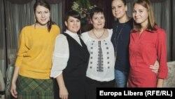 Ziariste ale Europei Libere de la Chișinău (de la stînga la dreapta): Tamara Grejdeanu, Liliana Barbăroșie, Valentina Ursu, Diana Răileanu și Alla Ceapai.