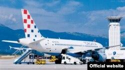 Avion Croatia Airlinesa na aerodromu u Splitu