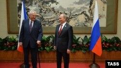 Милош Земан и Владимир Путин. Архивное фото