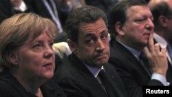 Канцлер Німеччини Меркель, президент Франції Саркозі, президент Європейської комісії Баррозу в день відкриття саміту ЄС, 8 грудня 2011 року