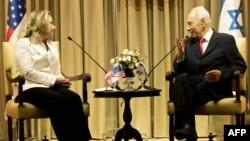Hillary Clinton cu președintele israelian Shimon Peres la întîlnirea lor ultimă, la Ierusalim (16 iulie)