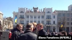 Жадан с товарищами на митинге у памятника Шевченко
