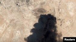 تصویر ماهوارهای از سوختن تأسیسات نفتی عربستان