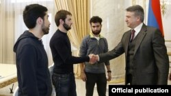 Armenia -- Prime Minister Karen Karapetian meets with representatives students protesting against government plans to mostly abolish military draft deferments, 9Nov2017.
