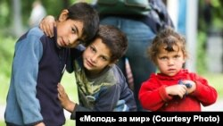 Діти з ромського табору під час Дня Києва (фото організації «Молодь за мир»)