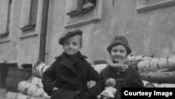 Брат и сестра Лёня и Люба, конец войны