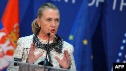 Американскиот државен секретар Хилари Клинтон зборува на прес-конференција во Белград.