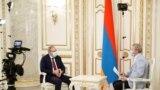 Премьер-министр Армении Никол Пашинян дает интервью российской телекомпании «РБК»