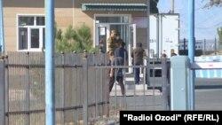 """КПП """"Пахтаабад"""" на таджикско-узбекской границе"""