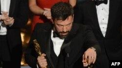 """""""Арго"""" операциясы"""" фильмінің режиссері Бен Аффлекке """"Оскар"""" жүлдесі тапсырылды. Калифорния, АҚШ, 24 ақпан 2013 жыл."""