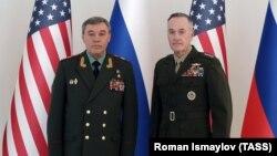 Qeneral Joseph Dunford (ABŞ) və General Valeri Qerasimov (Rusiya) Bakı görüşü zamanı. Fevral, 2017.