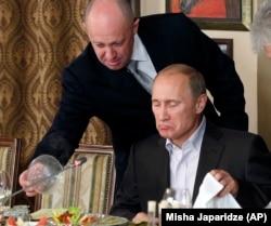 Евгений Пригожин с Владимиром Путиным в 2011 году