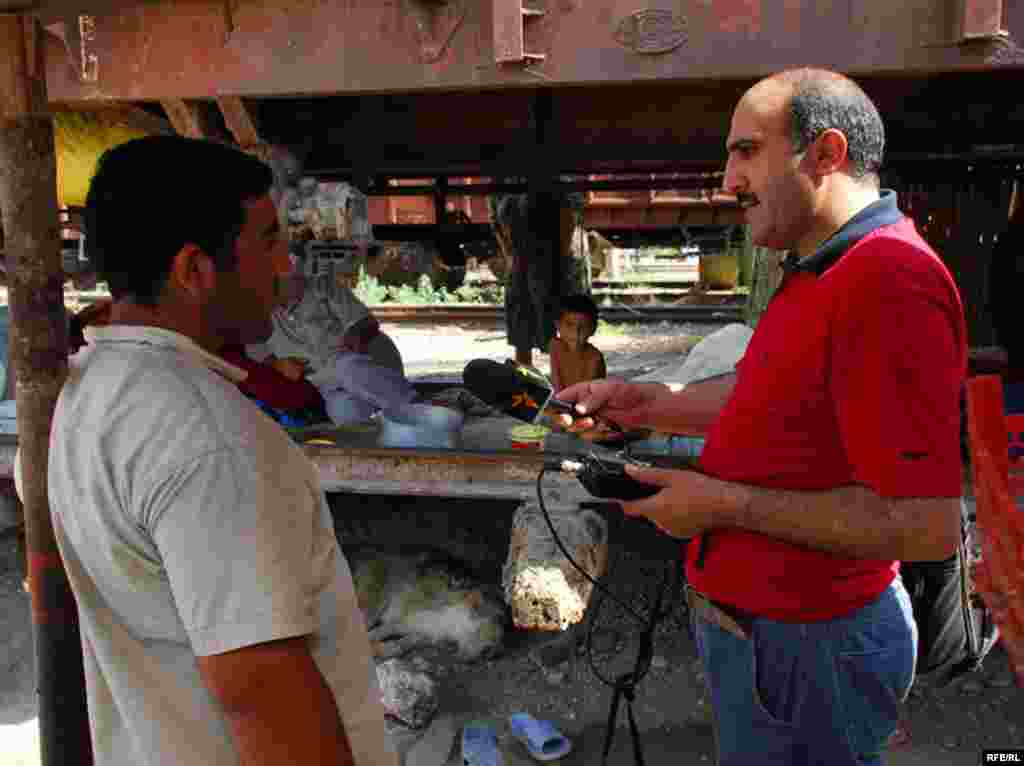«Azadlıq» radiosunun müxbiri Babək Bəkirin İmişli rayonunda qaçqınların məskunlaşdığı vaqon şəhərciyindən çəkdiyi şəkillər