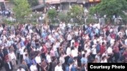بارها دانشجویان دانشگاه های مختلف از جمله دانشگاه یزد در اعتراضات صنفی خود از وضع نامناسب و کیفیت نا مطلوب سلف سرویس های دانشجویی شکایت کرده اند.