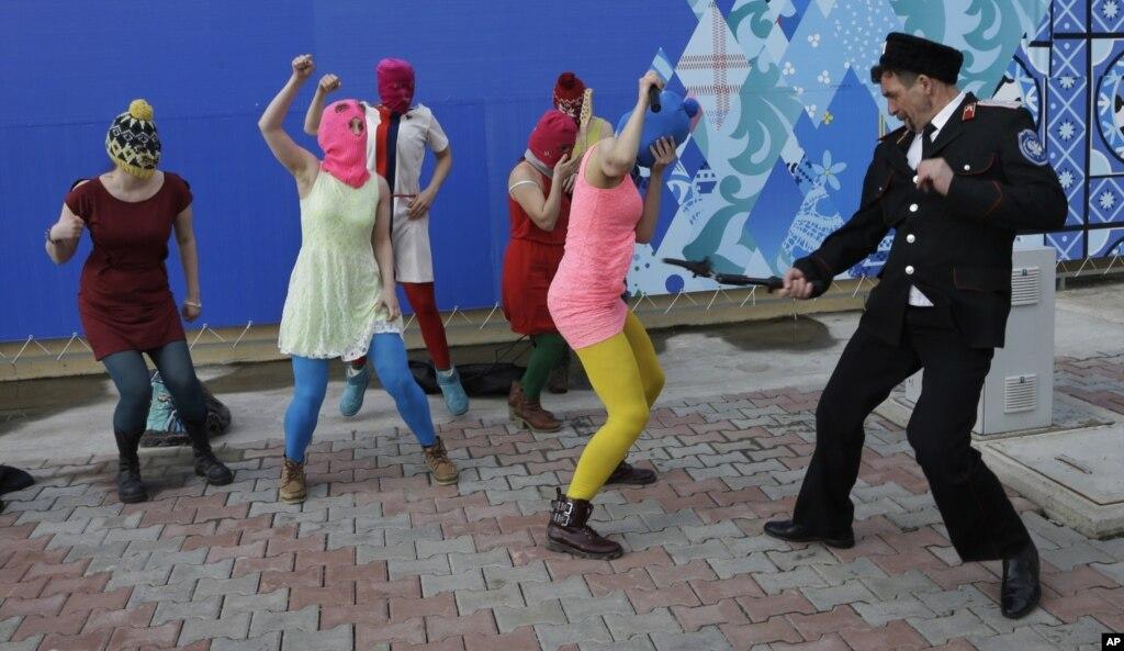На ленеградке танцуют лезгинку
