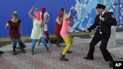 Казак напал на исполнительниц во время съемок клипа