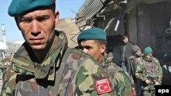 """آرشیف، شماری از نیروهای ترکی که در چوکات مأموریت """"آیساف"""" در سال ۲۰۰۷ در افغانستان خدمت میکردند."""
