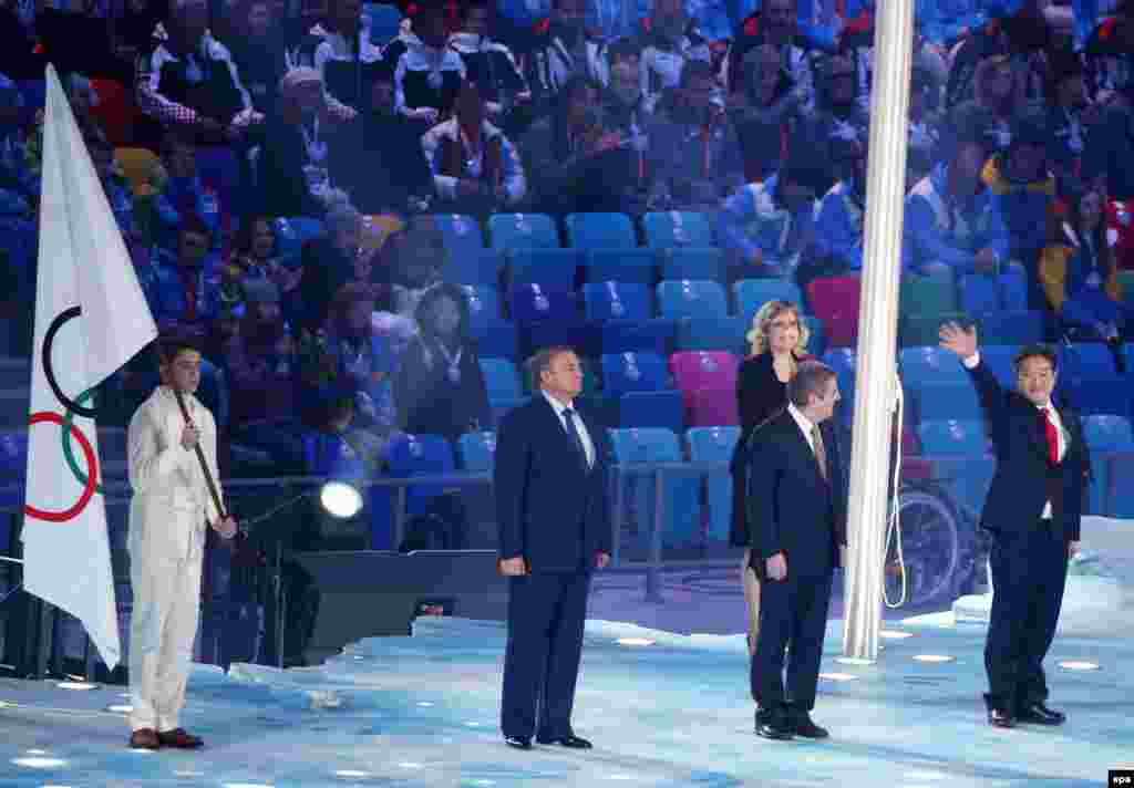 From right to left: Pyeongchang Mayor Lee Seok-rae, IOC President Thomas Bach, and Sochi Mayor Anatoliy Nikolayevich Pakhomov during the closing ceremony. South Korea will host the next Winter Olympics. (EPA/Hannibal Hanschke)