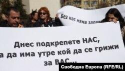 Медицински сестри протестираха повече от месец с искане за увеличаване ан заплатите им.