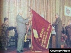 Өзбек ССР-і компартиясының басшысы Шараф Рашидов (сол жақта).