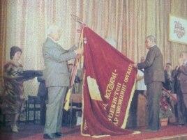 Первый секретарь Коммунистической партии Шараф Рашидов (слева).