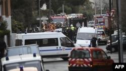 Французская полиция в квартале Тулузы, где блокирован Мохаммед Мера
