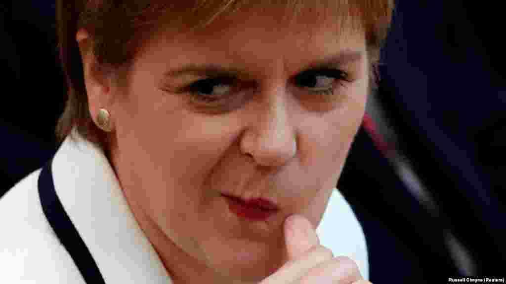 ВЕЛИКА БРИТАНИЈА - Шкотската премиерка Никола Старџен изјави дека политиката на британскиот премиер Борис Џонсон кон Брегзит го води Обединетото Кралство во пропаст.