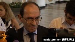 Armenia - Deputy foreign minister Shavarsh Kocharian talks to journalists, 4 Aug, 2016