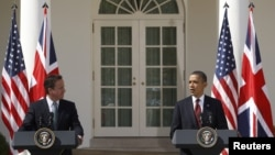 АҚШ Президенти Б.Обама (ў) ва Британия Бош вазири Д.Камерон (ч), Оқ Уй, 2012 йил 14 март.