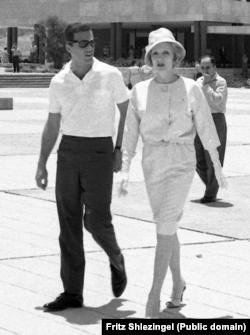 Марлен Дитрих и Берт Бахарах в Иерусалиме во время концертного тура по Израилю в 1960. Фото Fritz Shlezingel