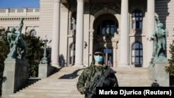 Beograd: Maske na licima, vojska na ulicama
