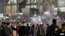 В новогоднюю ночь у Кёльнского собора: до поры до времени праздновали как обычно