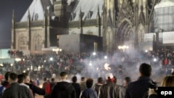 Turma të njerëzve gjatë festës së Vitit të Ri, 31 dhjetor 2015