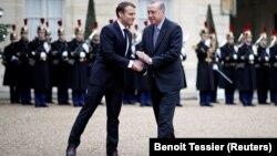 Француз президенти Макрон менен түрк лидери Эрдогандын Париждеги жолугушуусу, 5-январь 2018-жыл.