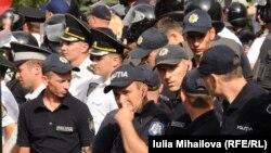Правоохоронці неподалік багатотисячного мітингу в Кишиневі